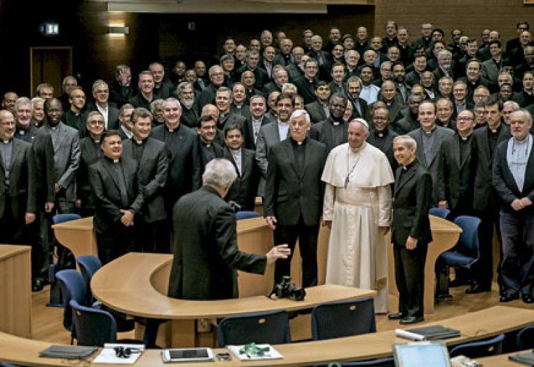 papa Francisco con Arturo Sosa visita la 36 congregación general de la Compañía de Jesús 24 octubre 2016