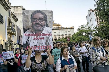 argentinos salen a la calle para pedir justicia tras la muerte del sacerdote Juan Viroche octubre 2016