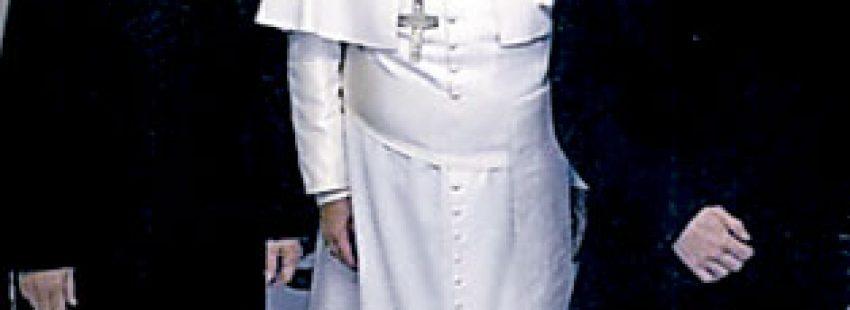 papa Francisco recibe a Diego Neria, transexual español, con su pareja