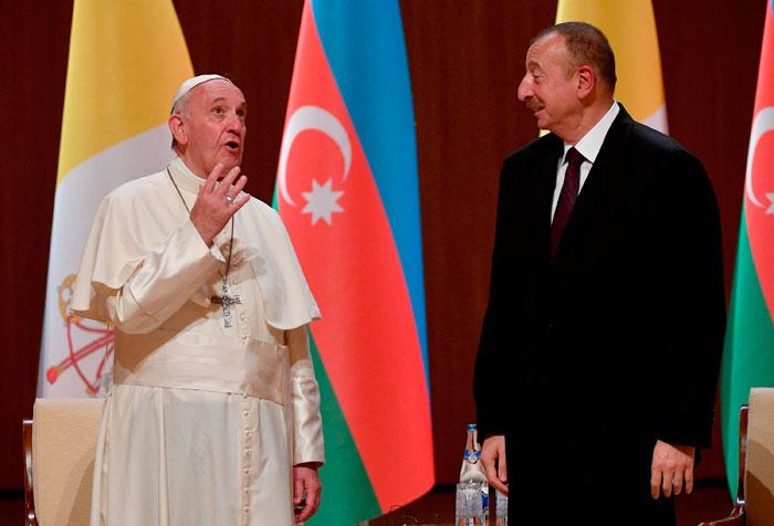 Francisco se despide del presidente de Azerbaiyán, Ilham Aliyev