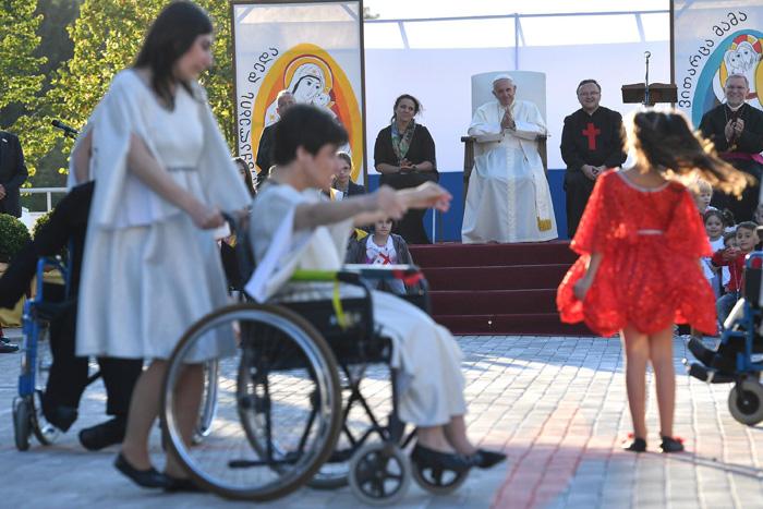 papa Francisco visita viaje Georgia encuentro con los asistidos y trabajadores de las obras de caridad 1 octubre 2016
