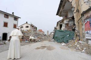 papa Francisco visita Amatrice 4 octubre 2016 localidad italiana devastada por un terremoto 24 agosto 2016