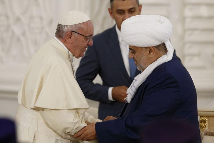 papa Francisco viaje visita Azerbaiyán con el jeque de los musulmanes del Cáucaso, Allahshukur Pashazade, en el encuentro interreligioso en Bakú 2 octubre 2016