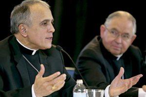 Daniel DiNardo arzobispo de Galveston-Houston y José H. Gómez, arzobispo de Los Ángeles, presidente y vicepresidente del Episcopado estadounidense