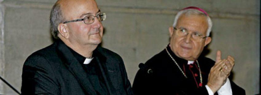 Francisco Simón Conesa, obispo electo de Menorca, con Jesús Murgui, obispo de Orihuela-Alicante, en la rueda de prensa de presentación tras su nombramiento octubre 2016