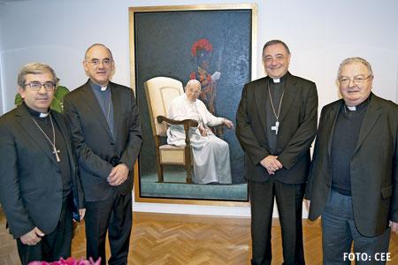 cuatro obispos novatos en la Conferencia Episcopal al lado del retrato del papa Francisco noviembre 2016