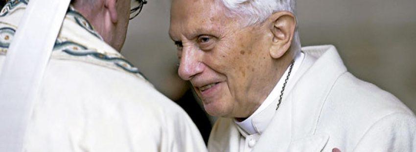 dos papas Francisco y Benedicto XVI