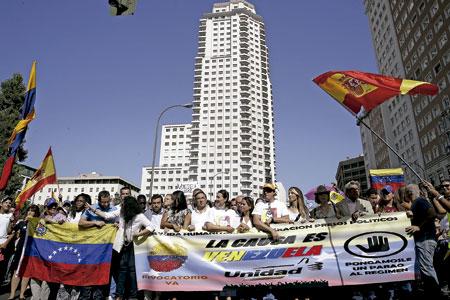 manifestación en Madrid de exiliados venezolanos en España, reclamando el revocatorio en Venezuela