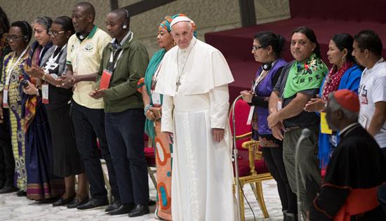 papa Francisco con participantes en el III Encuentro Mundial de Movimientos Populares Vaticano 5 noviembre 2016