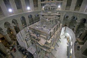 Santo Sepulcro de Jerusalén donde está la tumba de Cristo en obras por restauración noviembre 2016