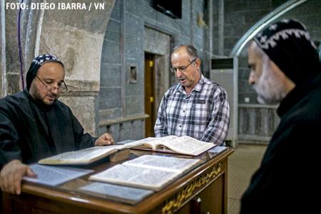 monjes siro-ortodoxos del monasterio de Mar Matta de Mosul