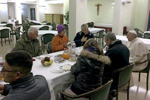papa Francisco celebra su 80 cumpleaños con sintecho