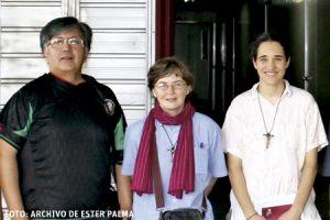 Ester Palma, misionera española en Corea del Sur, junto a otros compañeros misioneros en Pionyang