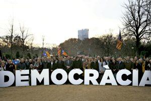 acto de apoyo el 16 diciembre a Carme Forcadell presidenta del Parlament de Cataluña al declarar ante el Tribunal Constitucional por desobediencia