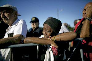 mujer cubana llora tras la muerte de Fidel Castro 25 noviembre 2016