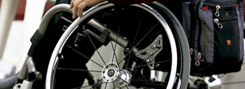 persona hombre en silla de ruedas