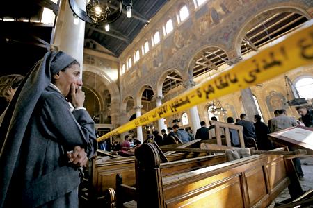 religiosa lamenta los destrozos y muertes causadas en la catdral copta de San Pablo en El Cairo Egipto tras el atentado 11 diciembre 2016