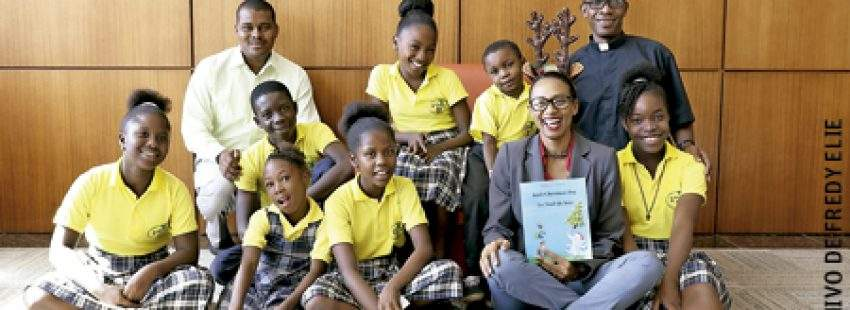 padre Fredy sostiene proyectos de desarrollo en Haití coro