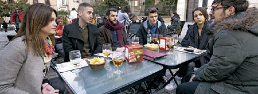 cinco jóvenes millennials alejados de la Iglesia reunidos por Vida Nueva para hablar de Iglesia y jóvenes Sínodo 2018