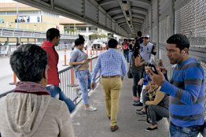 emigrantes cubanos en la frontera entre Estados Unidos y México