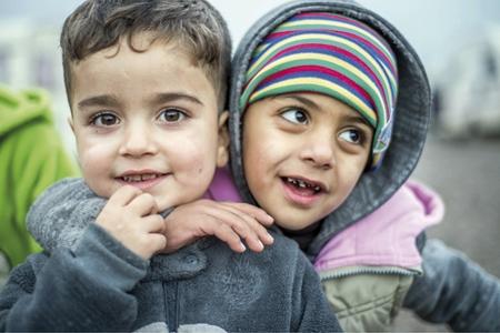 dos niños beneficiarios de la campaña de la Infancia Misionera