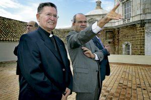 Antonio Ceballos, obispo emérito de Cádiz y Ceuta, y Manuel Chaves expresidente de la Junta de Andalucía