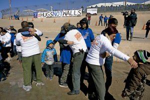 iniciativa Abrazos no muros en la frontera entre México y Estados Unidos