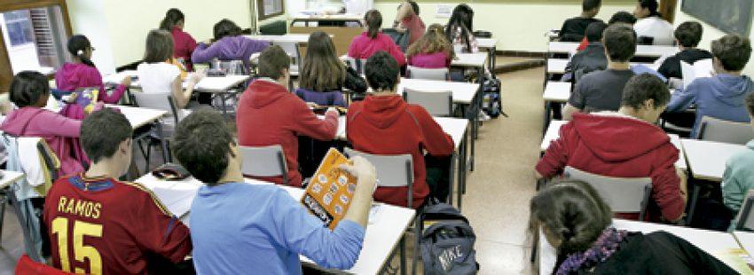 alumnos de 1 de la ESO en el aula en una clase
