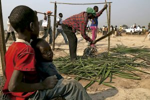 familia de desplazados de República Centroafricana por el conflicto en el país