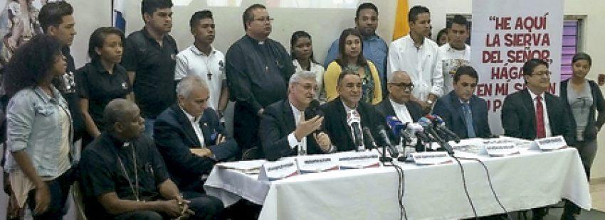 José Domingo Ulloa arzobispo de Panamá presentando detalles de la JMJ 2019