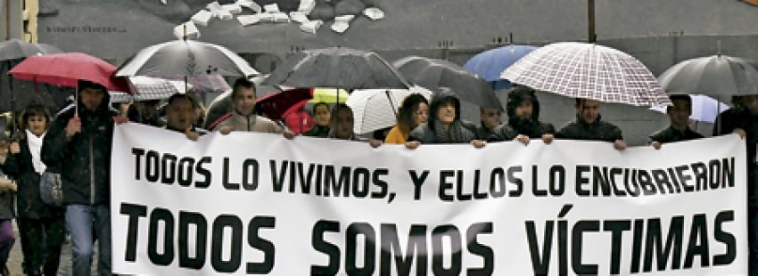 grupo de exalumnos del seminario de La Bañeza protestan frente al obispado de Astorga por la mala gestión de abusos sexuales febrero 2017