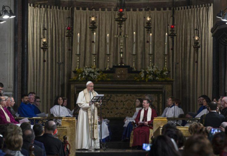 papa Francisco visita iglesia anglicana de Todos los Santos en Roma 26 febrero 2017