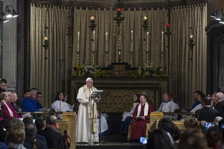 papa Francisco visita iglesia anglicana en Roma