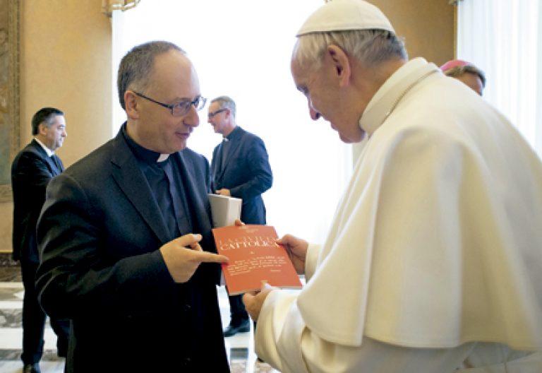 papa Francisco con Antonio Spadaro director de La Civiltà Cattolica numero 4000 febrero 2017