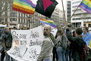 protesta de movimientos LGTB contra la conferencia de Philippe Ariño contra la práctica homosexual organizada por el Arzobispado de Barcelona febrero 2017