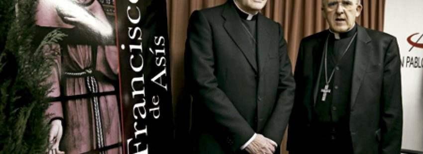 cardenales Carlos Amigo y Carlos Osoro durante la presentación del libro Francisco de Asís historia y leyenda Madrid 27 febrero 2017