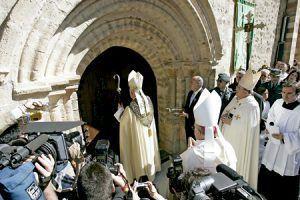 apertura de la Puerta del Perdón Año Santo Lebaniego 2006
