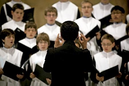 imagen de archivo del coro de la escolanía de Montserrat dirigido por Bernat Vivancos