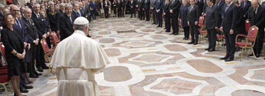 papa Francisco con 27 jefes de Estado y de Gobierno de la Unión Europea 60 aniversario del Tratado de Roma Sala Regia Palacio Apostólico 24 marzo 2017