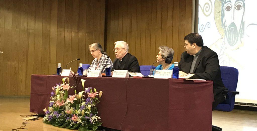 Eusebio Hernández obispo de Tarazona y Mariola López, religiosa del Sagrado Corazón de Jesús, en la 46 Semana Nacional de Vida Consagrada del ITVR abril 2017