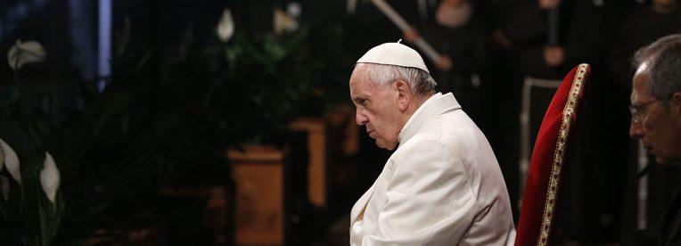 papa Francisco preside Vía Crucis en el Coliseo romano Viernes Santo 14 abril 2017