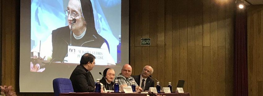 La pintora Isabel Guerra, en su ponencia en la 46 Semana Nacional para los Institutos de Vida Consagrada el 22 de abril de 2017