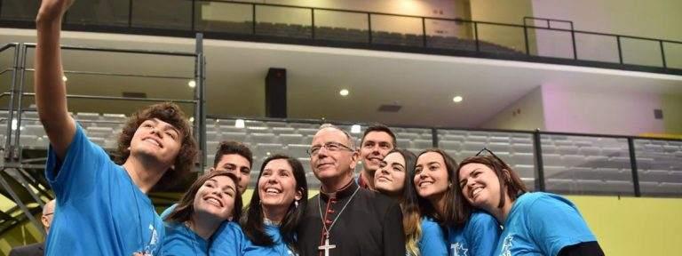 Manuel Clemente, cardenal patriarca de Lisboa con jóvenes Portugal