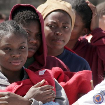 Muejeres subsaharianas inmigrantes frontera Tarifa