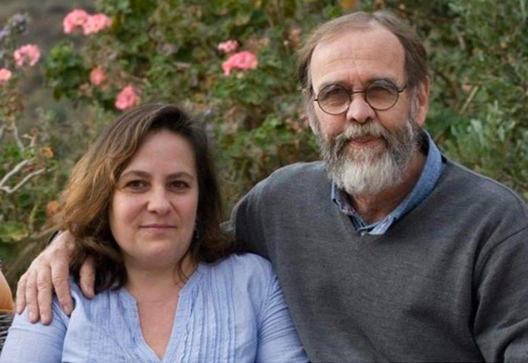 La profesora de Almería despedida por casarse con un divorciado y su marido en una foto de archivo