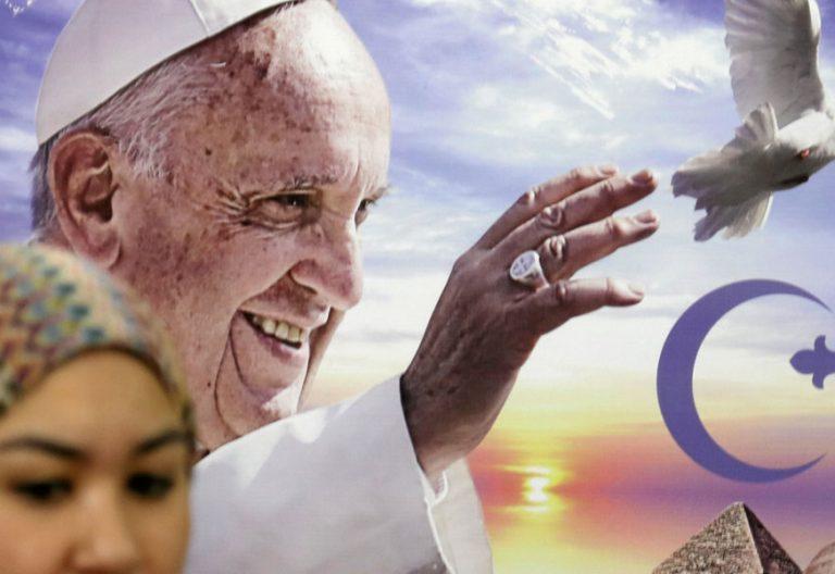 cartel del viaje del papa Francisco a Egipto abril 2017