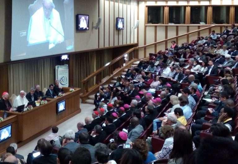 papa Francisco en el Aula del Sínodo II Congreso Internacional Acción Católica Roma abril 2017