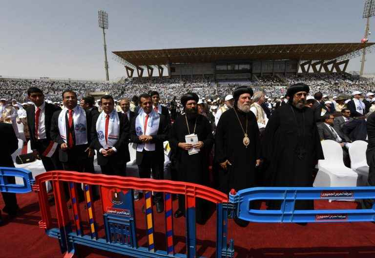 papa Francisco viaje Egipto 29 abril 2017 preside misa con los católicos Estadio Air Defense