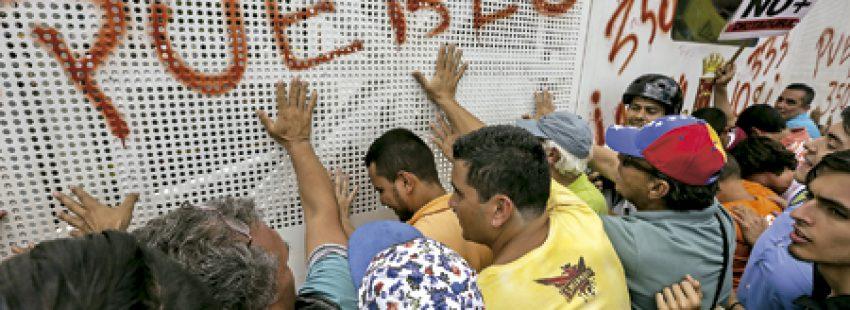 manifestación protesta en Venezuela contra la decisión de Nicolás Maduro y el Tribunal Supremo de anular el Parlamento