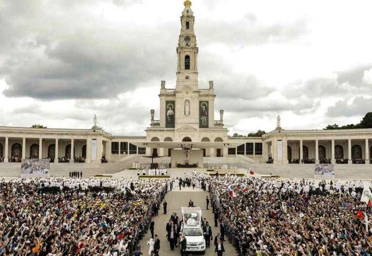 El Papa Francisco abandona el Santuario de Fátima tras canonizar a los dos pastorcillos Portugal 13 de mayo de 2017